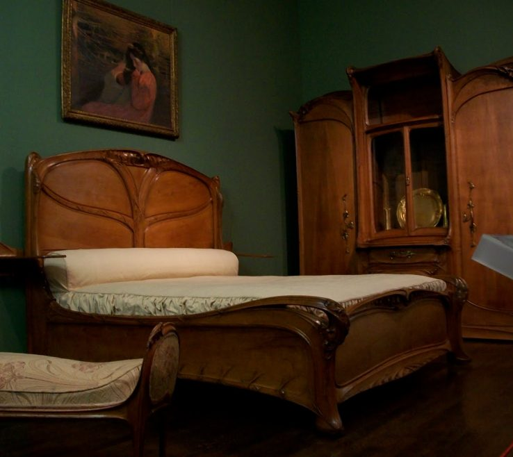 Art Deco Bedroom Of Antique Furniture
