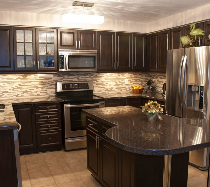 Attractive Dark Kitchen S Of S With Light Backsplash Ideas Black And