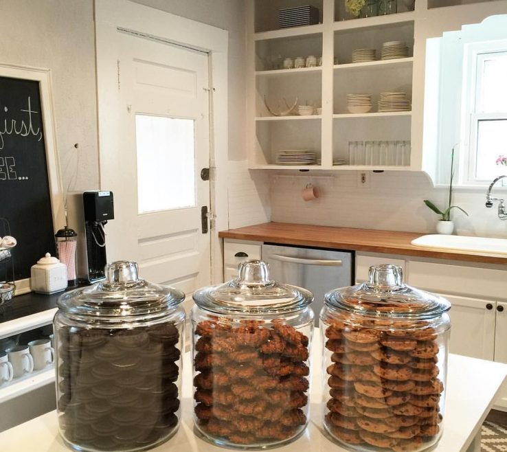 Enchanting Kardashian Kitchen Of Khloe Kardashians Organized Cookie Jars Totally Inspired