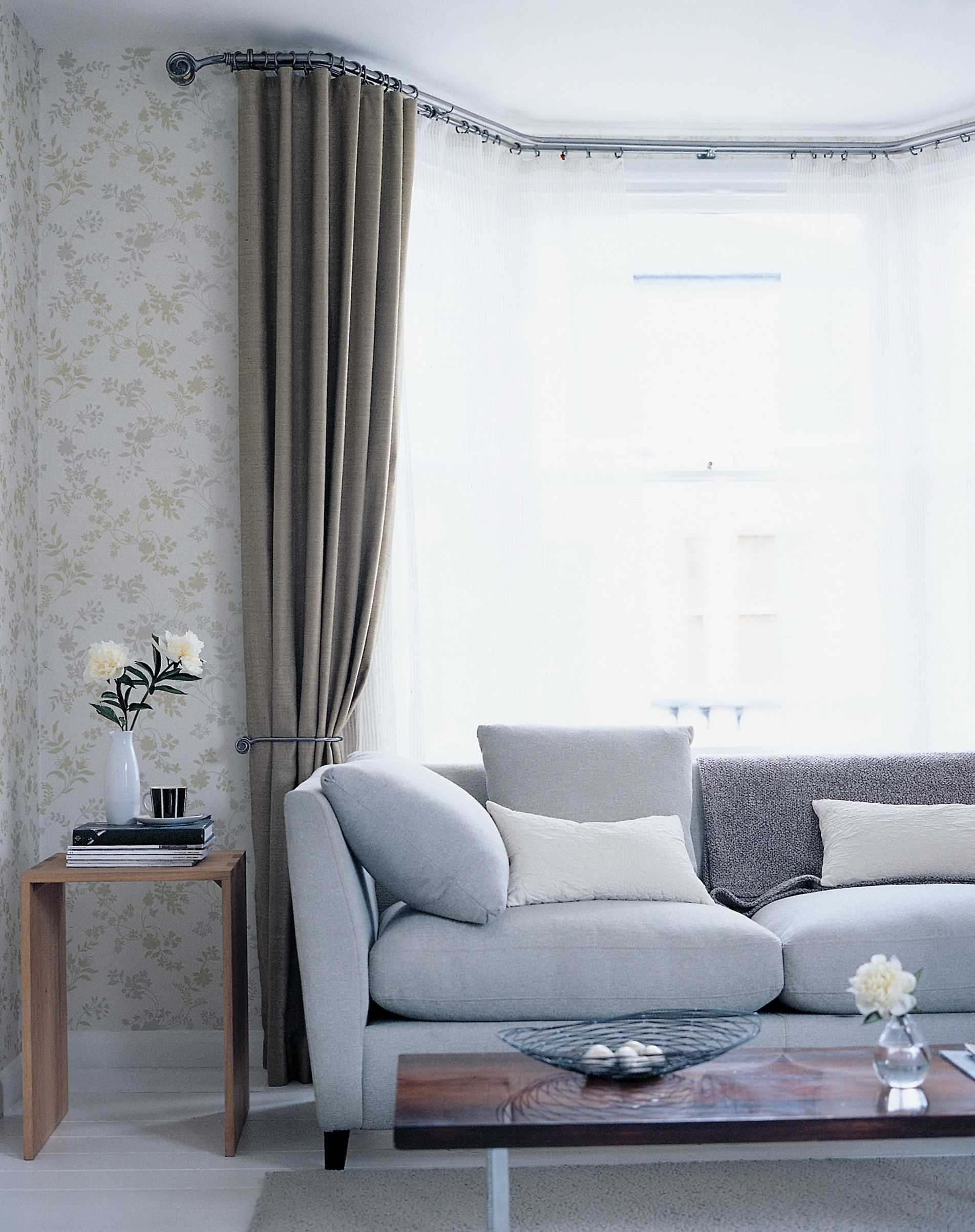 attractive curtains for bay windows in living room of bedroom beautiful window curtain ideas. Black Bedroom Furniture Sets. Home Design Ideas