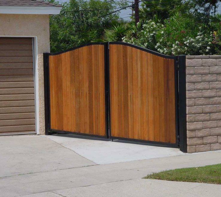 Attractive Fences Of Brick Patterned Wall Coupled With Wood