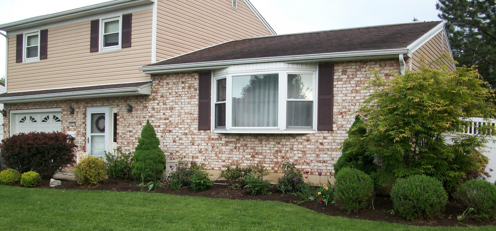 Ing What To Put In Front Of A Bay Window Of Garden Ideas