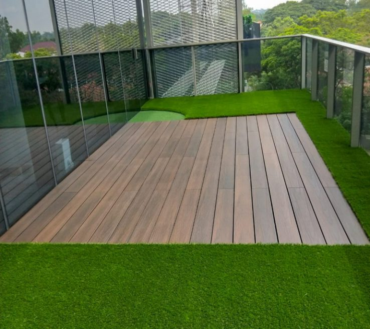 Remarkable Green Flooring Materials Of Balcony With Artificial Grass And Decking