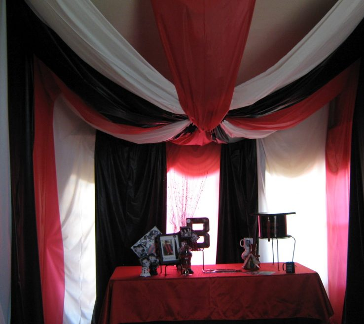Artistic Black And White Decorating Ideas For A Party