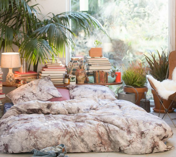 Attractive Bed In Floor Of Bohemian Bedroom Ideas 25