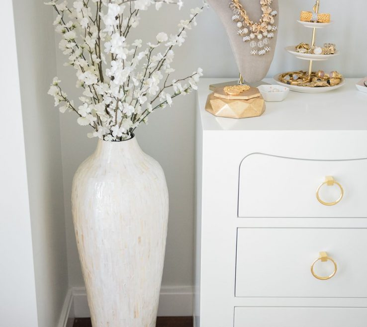 Big Vase Decoration Ideas Of Designger Jessica Sturdy Of @bowsandsequins Shares Her