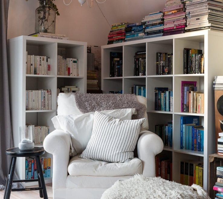 Elegant Decorating A Reading Nook Of Cosy Corner In The Loft.