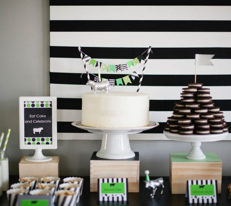Eye Catching Black And White Decorating Ideas For A Party Of Table Ideas: How To Make It Pop!