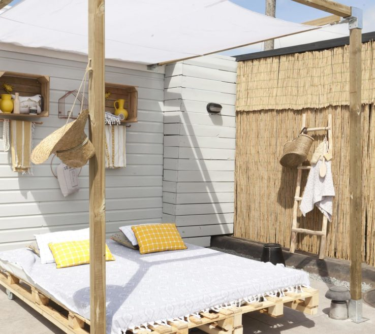 Fascinating Diy Outdoor Daybed With Canopy Of Pallet Bed