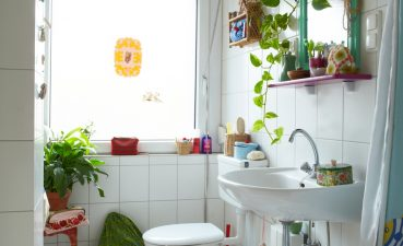 Ideas For Decorating A Small Bathroom