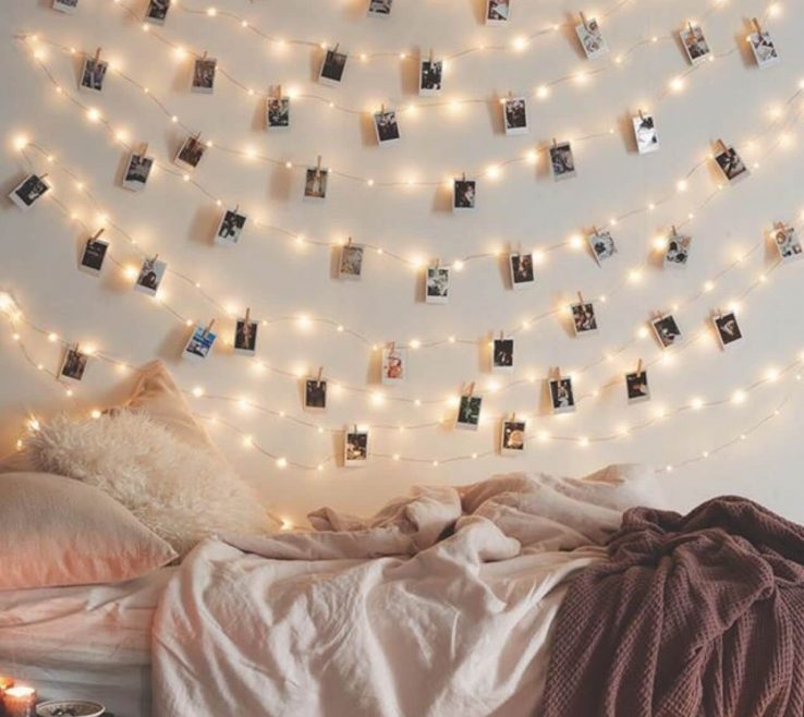Inspiring Vintage Wall Decor Ideas Of Polaroid Style Instagram Art With Twinkle Lights