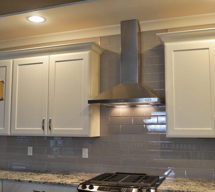 Sophisticated Designer Kitchen Backsplash Of Smoke Glass X