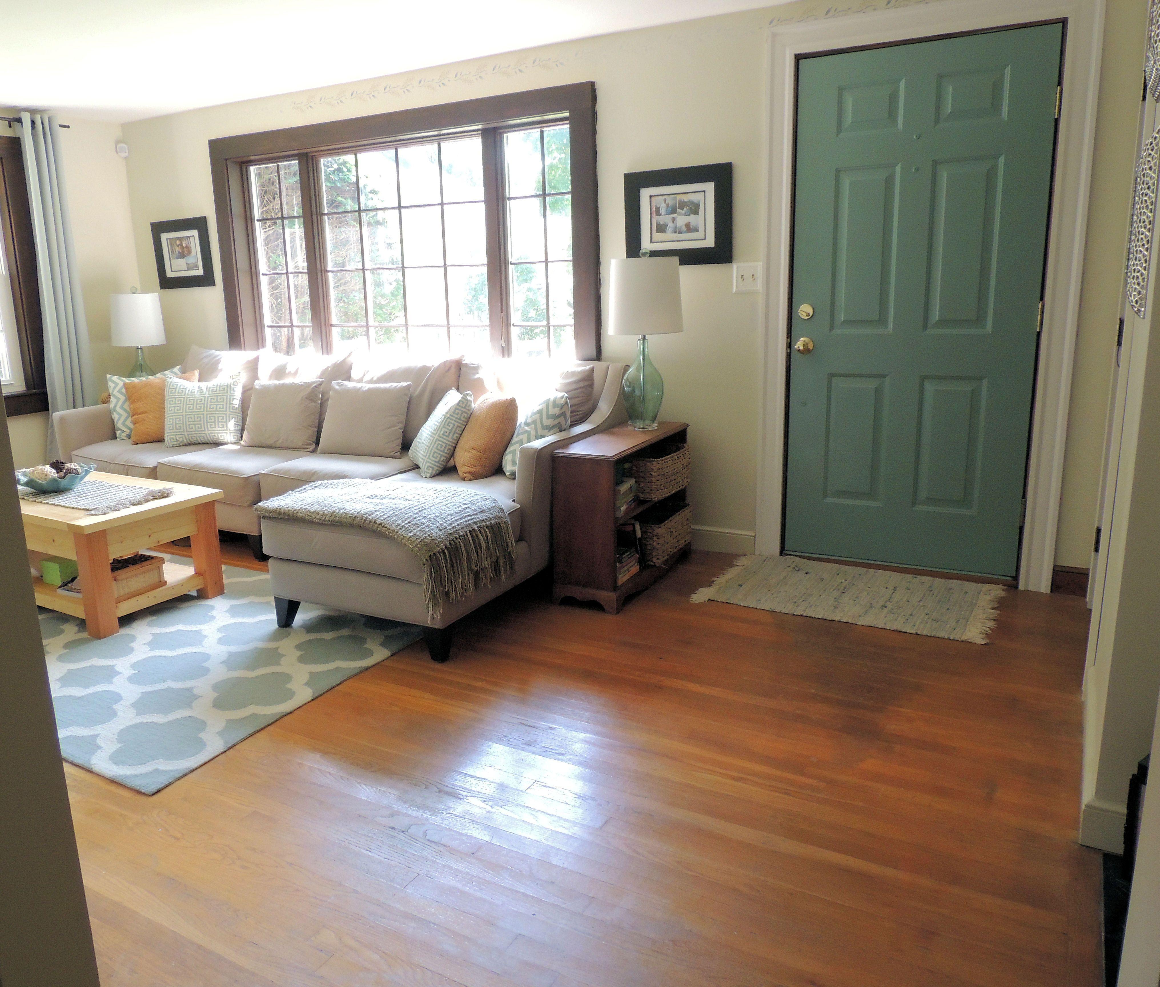 Small Living Room Furniture Arrangement Of Bookshelf ...