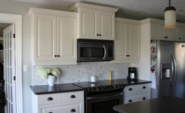 White Kitchen S With Black S Of Backsplash Ideas