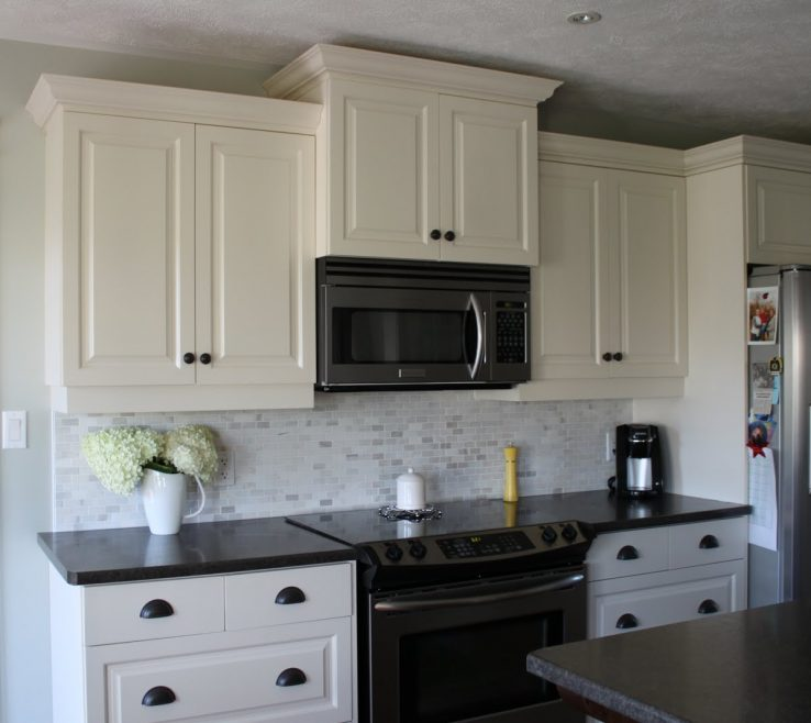 White Kitchen S With Black S Of Backsplash Ideas