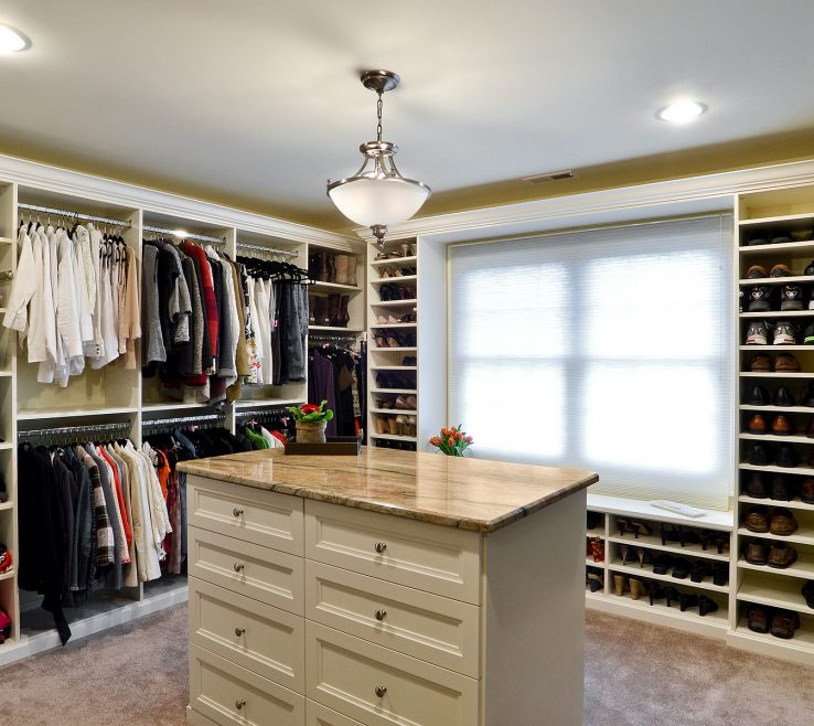 Entrancing Walk In Closet Designs For A Master Bedroom Of Walk In With Island By Works