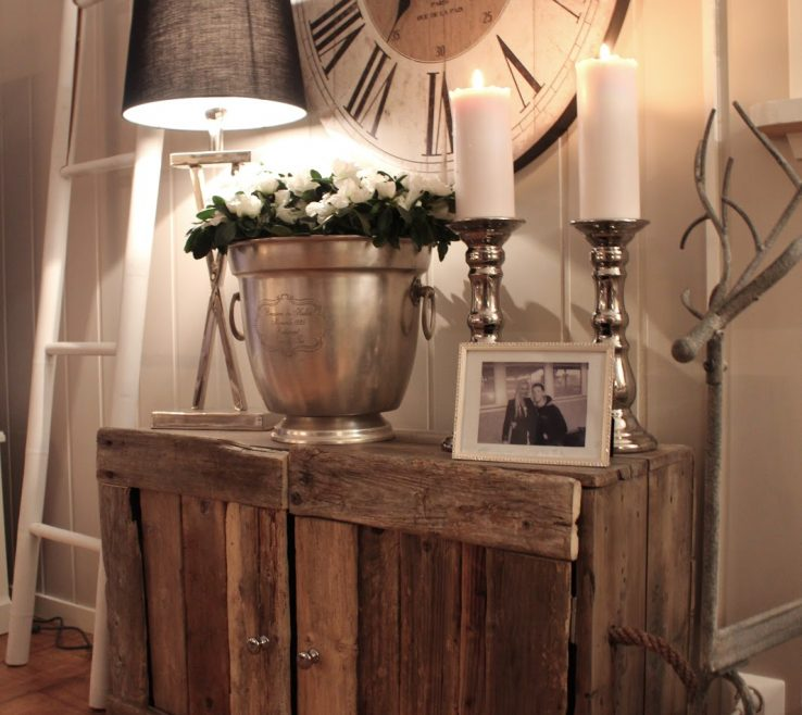 Captivating Entryway Furniture Ideas Of Mix Metal Textures With Reclaimed Wood