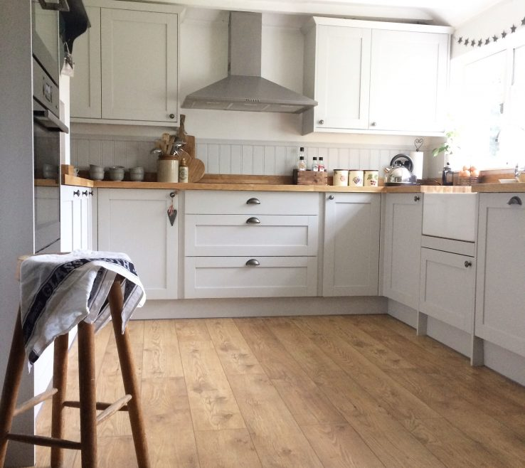 Endearing Modern Country Kitchen Of Cottage Howdens Kitchen Allendale Dove Grey