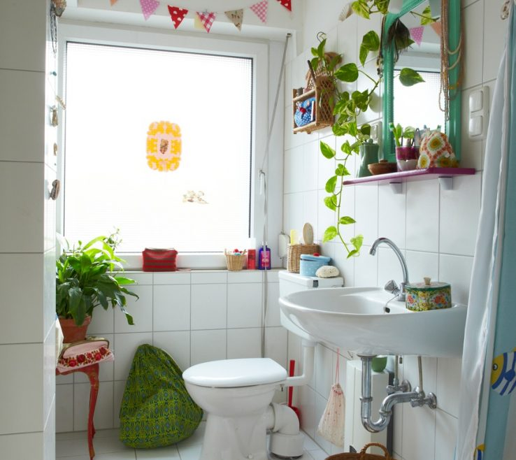 Ideas For Decorating A Small Bathroom